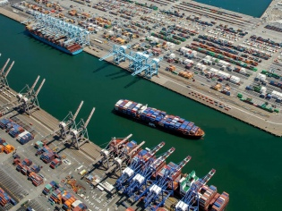 Measurement of port performance from users' perspective